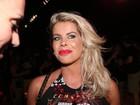 Grávida, Karina Bacchi curte carnaval e mostra barriguinha em camarote