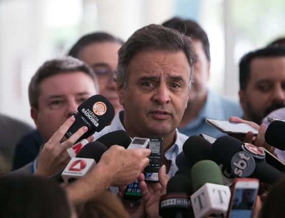 Candidato pelo PSDB João Leite chegou acompanhado dos senadores Antonio Anatasia e Aécio Neves.  (Foto: Moises Silva / O Tempo / Ag. O Globo)