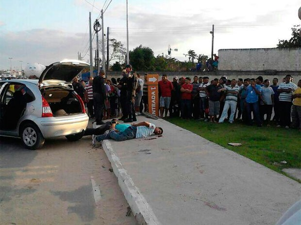 Suspeitos foram detidos na zona Norte de Natal e carro roubado recuperado (Foto: Soldado Jobson/Rocam)