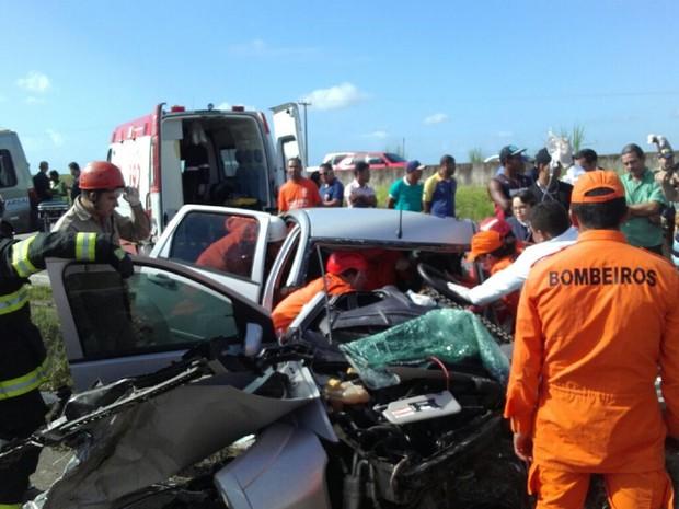 Acidente foi registrado na BR-101, em Teotônio Vilela (Foto: Andréa Rezende/TV Gazeta)