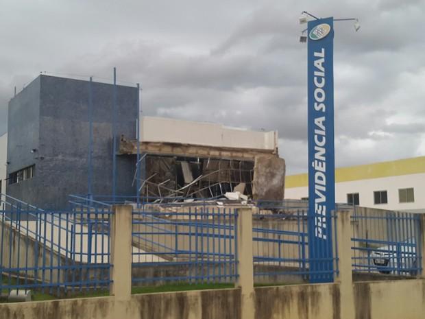 Fachada da agência do INSS em Ecoporanga desaba no Espírito Santo (Foto: VC no ESTV)