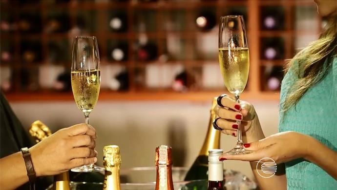 'Programão' traz dicas sobre a champagne e taças para o brinde de réveillon  (Foto: Reprodução/Rede Clube)