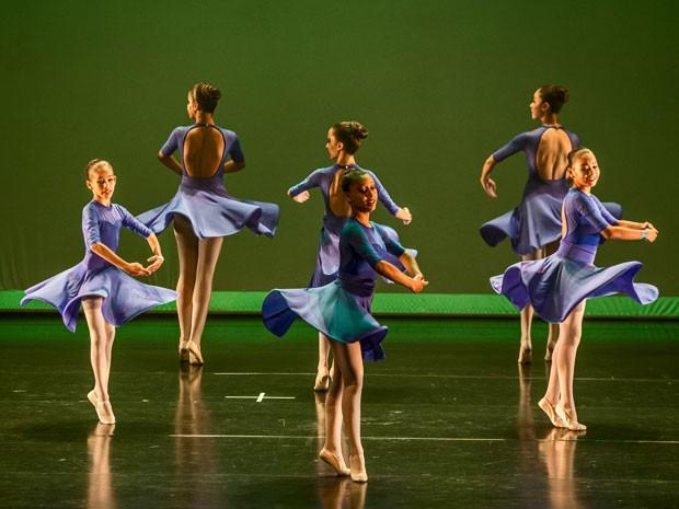 Ballet Paraisópolis no auditório do Ginásio do Ibirapuera (Foto: Tomas Kolisch/Divulgação)