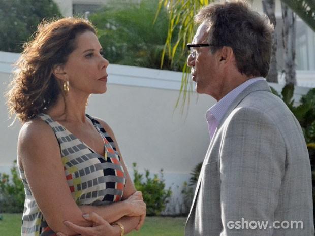 Ricardo enfrenta Branca e diz que ela nunca o terá de volta (Foto: Em Família/TV Globo)