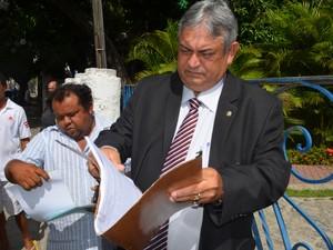 O advogado da empresa e o proprietário foram convidados a conversar com a Sudema (Foto: André Resende/G1)