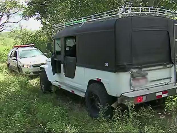 Veículos roubados foram encaminhados para a Delegacia de Homicídios de Caruaru (Foto: Reprodução/TV Asa Branca)