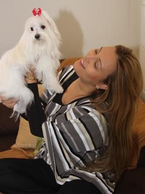 Adriana disse sua prioridade é encontrar as cadelinhas levadas (Foto: Divulgação/Arquivo Pessoal)