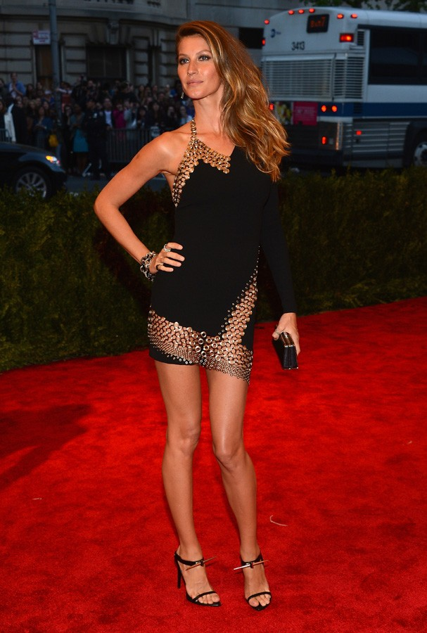 "NEW YORK, NY - MAY 06:  Gisele Bundchen attends the Costume Institute Gala for the ""PUNK: Chaos to Couture"" exhibition at the Metropolitan Museum of Art on May 6, 2013 in New York City.  (Photo by Larry Busacca/Getty Images) (Foto: Getty Images)"