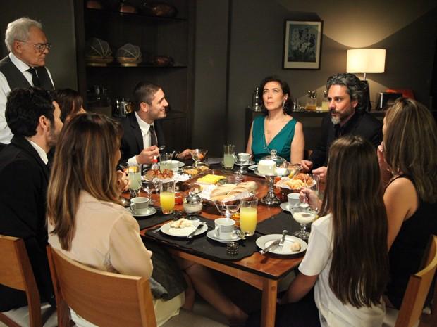 Marta fica passada com a proposta!  (Foto: Carol Caminha/TV Globo)