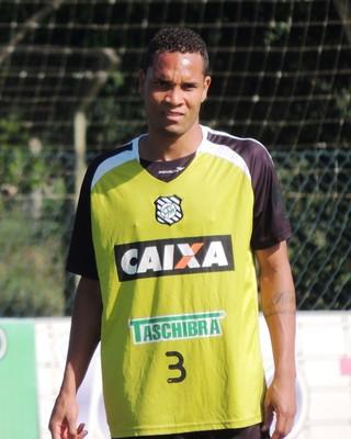 Thiego zagueiro Figueirense (Foto: Marcelo Silva)