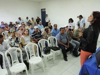 Audiência sobre sambadas de maracatu, em Nazaré da Mata (Foto: Luna Markman / G1)