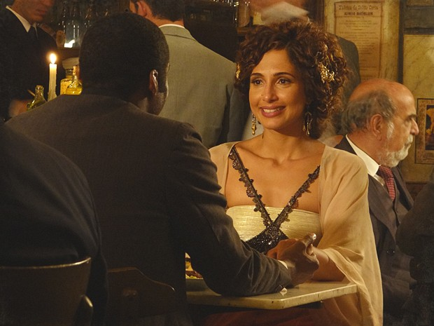 Zé Maria se declara e pede Isabel em casamento (Foto: Lado a Lado / TV Globo)