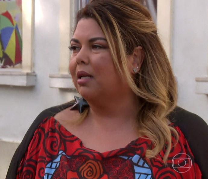 Atriz se emocina ao falar de sua terra (Foto: TV Globo)