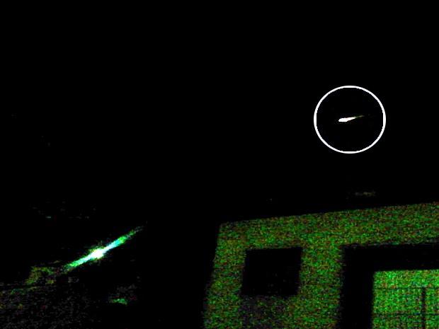 Internauta registra 'bola de fogo' cruzando o céu de Maria da Fé, MG (Foto: Renan Ribeiro Guedes / VC no G1)