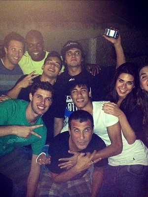neymar santos festa  (Foto: Reprodução / Twitter)