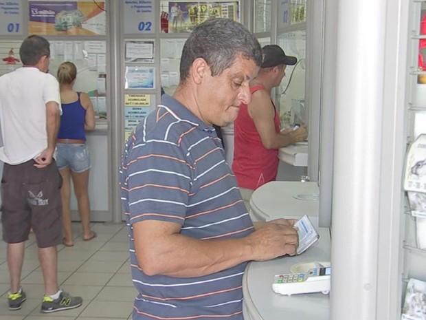 Moradores sonham com novo prêmio na lotérica 'sortuda'  (Foto: Reprodução/ TV TEM)