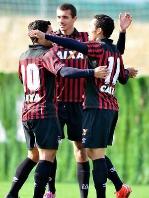 Atlético-PR Dínamo de Kiev (Foto: Gustavo Oliveira/Site oficial Atlético-PR)