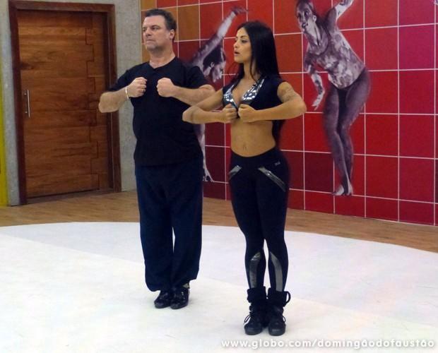 Adriano Garib e Aline Riscado começam a ensaiar a valsa (Foto: Domingão do Faustão / TV Globo)