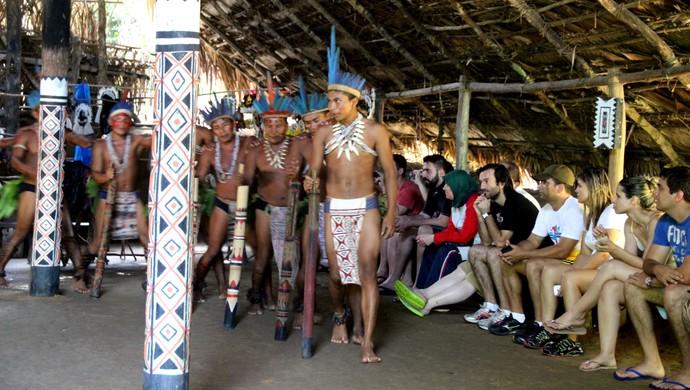 Turistas conhecem tribo indígena em passeio no Amazonas (Foto: Camila Henriques/G1)