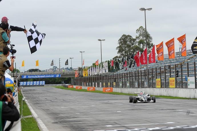 Pedro Piquet etapa Curitiba Fórmula 3 Brasil (Foto: Fábio Davini/Vicar)