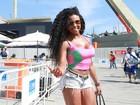 Musas driblam calor no Rio e vão à apuração do carnaval de shortinho