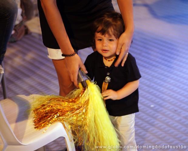 Vicente se tornou a estrela do show! (Foto: Domingão do Faustão / TV Globo)