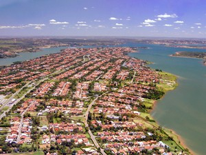 Vara do Meio Ambiente quer que GDF faça plano para retirar construções irregulares da orla do Lago Paranoá (Foto: Divulgação / Agência Brasília)