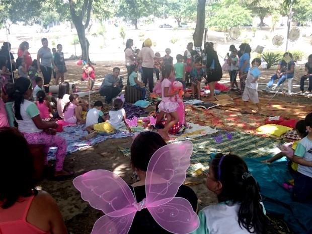 Crianças participaram do projeto Embalados pela Leitura (Foto: Fabiana Figueiredo/G1)