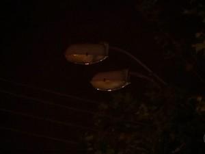 Postes estão apagados em São Roque (Foto: Reprodução/TV TEM)