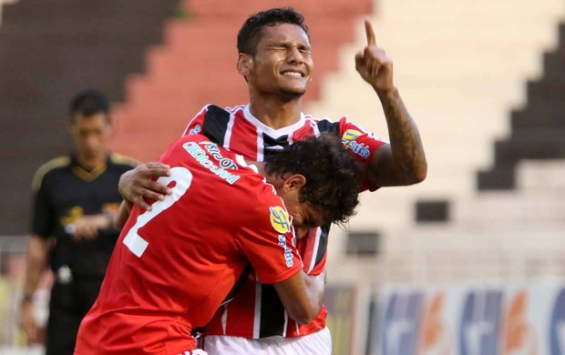Wellington Bruno, do Botafogo-SP, comemora segundo gol contra o Paulista (Foto: Rogério Moroti / Agência Botafogo)