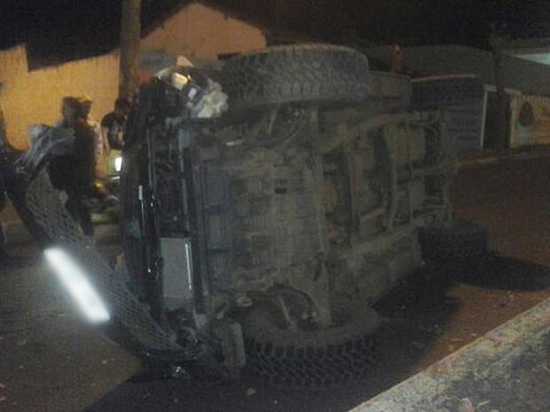 Motorista capotou próximo a valeta em avenida de Tatuí (Foto: Arquivo Pessoal/Flávio Camargo)