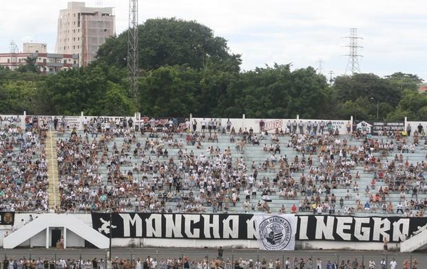 Torcida do Comercial presente no estádio Palma Travassos (Foto: Cleber Akamine)