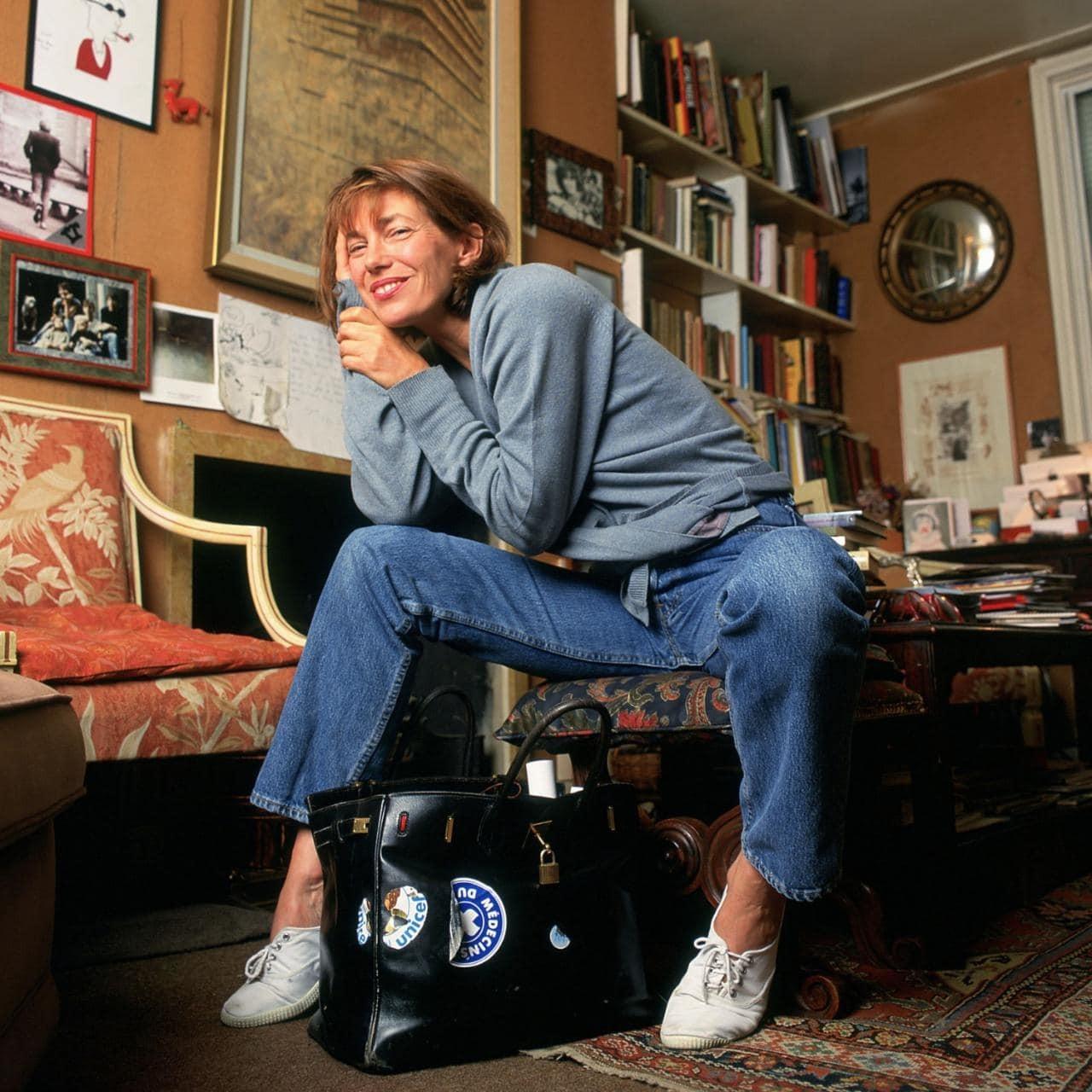 Jane Birkin com a bolsa que leva seu nome (Foto: Reprodução)