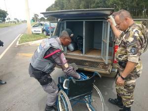 114ac8244af2a G1 - Homem com mistura de uniformes militares é detido no DF ...
