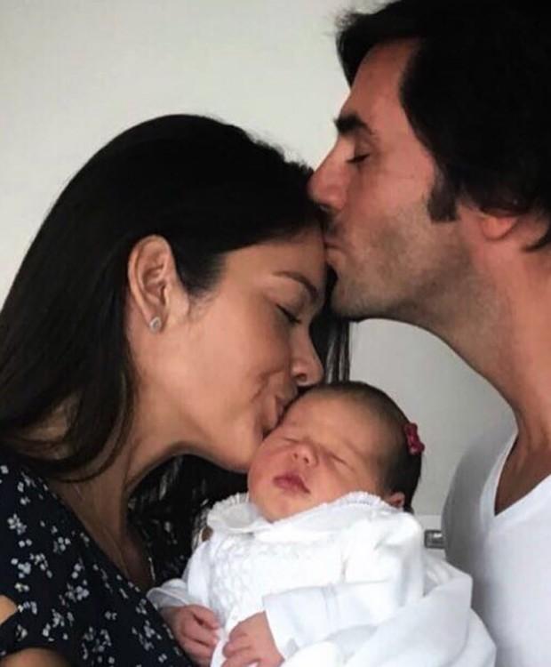 Talula Pascoli e Zinho Alves com a filha, Pietra (Foto: Reprodução/Instagram)
