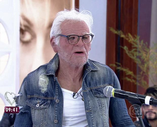 Lucas Lucco entrou na Casa de Cristal fantasiado de velhinho (Foto: Mais Você/TV Globo)