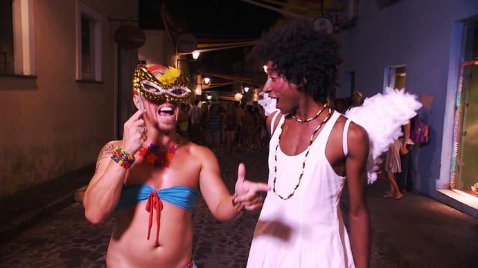 Paulo Márcio apronta com a ajuda de Xulipa (Foto: TV Bahia)