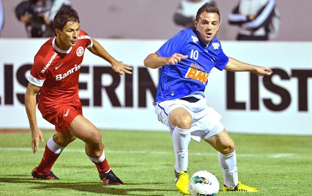 Montillo na partida do Cruzeiro contra o Internacional (Foto: Pedro Vilela / Ag. Estado)
