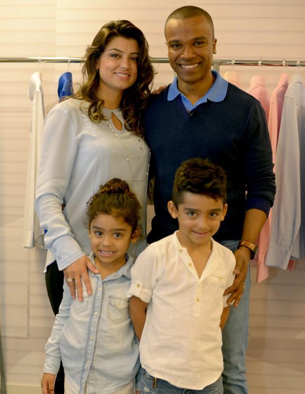 Alexandre com a esposa Sara e os filhos Arthur e Júlia (Foto: Camila Serejo / Gshow)