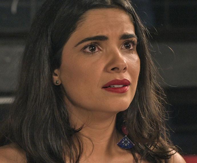 Tóia chora em discussão com Juliano (Foto: TV Globo)