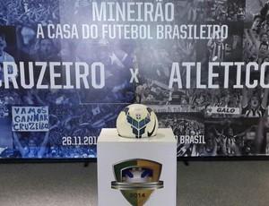 Painel de divulgaçaõ e bola do clássico da grande final da Copa do Brasil, no Mineirão (Foto: Divulgação/Minas Arena)