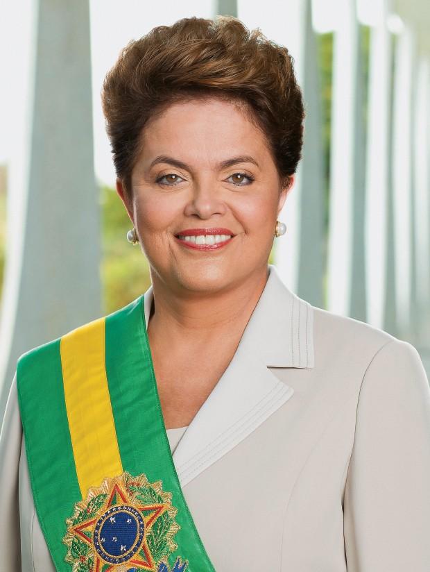 PRESSIONADA O estilo de governo e a personalidade de Dilma a afastaram do Congresso, das ruas e até do próprio PT. Sua reeleição está em risco? (Foto: Roberto Stuckert Filho)