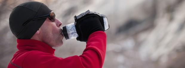 homem bebe água eu atleta  (Foto: Getty Images)