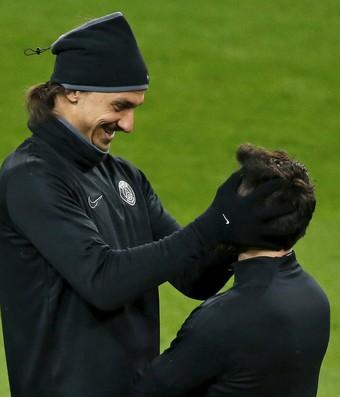 Ibrahimovic e Lavezzi - treino PSG (Foto: Reuters)