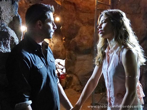 Ester pede para Cassiano ajudar Dom Rafael (Foto: Flor do Caribe / TV Globo)