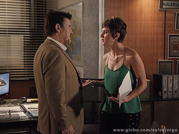 Aisha enfrenta Mustafa e diz que vai pagar a fiança de Wanda (Foto: Salve Jorge/TV Globo)