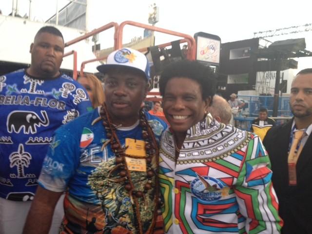 Neguinho da Beija-Flor e Benigno Pedro Matute Tang , embaixador da Guiné Equatorial (Foto: Thiago Brandão/G1)