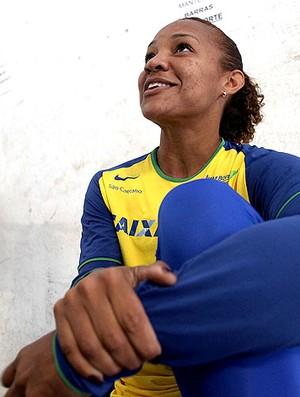 Keila Costa no treino do salto em distância (Foto: Marcelo Ferrelli / Cbat)