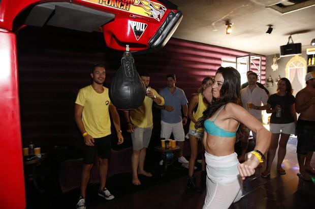 Carol Castro se diverte na casa de Mike Tyson (Foto: Felipe Panfili/AgNews)