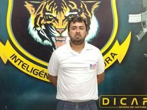 Foragido foi abordado em via pública pela polícia (Foto: Dicap/ Divulgação)